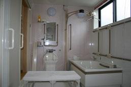 一般浴(移乗リフト装備)