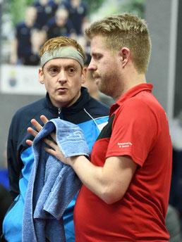Tobias Korff (l.) gibt Michael Schuy die richtigen Tipps. Foto: Torsten Borghaus