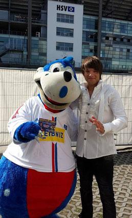 Kevin mit HSV-Dino