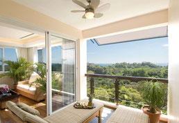 Gaia Hotel Blick nach außen auf den Regenwald und die Küste
