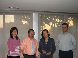 La Consellera Sra. Montserrat Tura con M. JaimeJ. Bergua y Trinidad González de INTER-SOS.