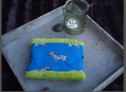 Hundeschal Zebras auf blauem Trikot