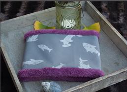Hundeschal Softshell reflektierende Haie auf silbergrauem Grund
