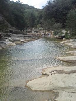 sejour zen en aragon sierra de guarra naturisme marche consciente ressourcement therapies holistiques piscine naturelle