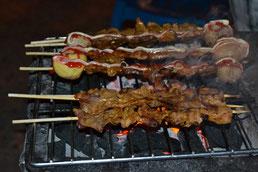 Brocheta de carne asada