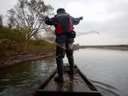 小貝川で舟打ち