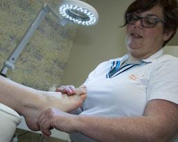 voetreflexmassage bij Voetenpraktijk Zundert  aan de voeten bij medisch pedicure