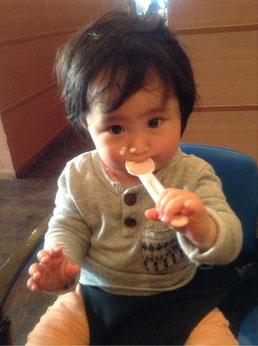 最近の姪。 鼻にクリームついているよ(´∀`)