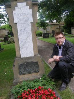 J.-U. Günzel am Grab von B. Bosco in Dresden
