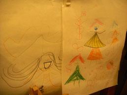 お店に来てくれた子ども達が描いた絵も店内に飾られている。