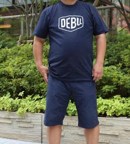 """""""DEBU""""ロゴのTシャツ"""