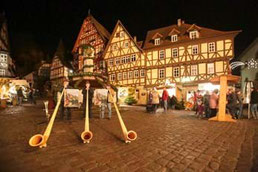 Gezellige Kerstmarkt in Miltenberg in sfeervolle omgeving