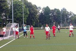TuS Alte Herren 2 im Spiel um Platz 3. - Foto: jdum.