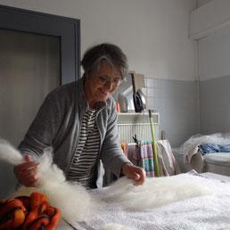 Pose de la laine sur le chablon