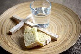 Brot, Wasser, Kreuz