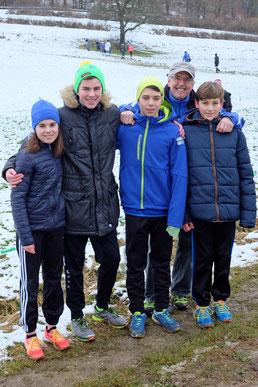 ...trotzten dem unebenen, rutschigen Boden, den Hügeln, den Wurzeln und der kalten Temperatur... ;-) unsere Läufer Juli, Finn, Christian, Luis mit Chefcoach Bernhard