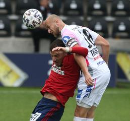Sowohl defensiv als auch offensiv ist Gernot ein Garant für gewonnene Kopfballduelle. Foto: Foto LUI