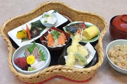 「真田御膳」は6文銭に見立て惣菜6皿