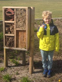 Als de opdracht met het zoeken van een insectenhotel een wedstrijd was, dan was Thijs de absolute winnaar!