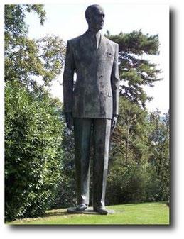 Villa Griffone il Parco delle Rimembranze, statua di Guglielmo Marconi