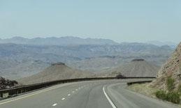 auf der US-93 geht es zum Colorado hinunter