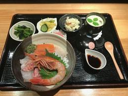 鮎の甘露煮海鮮丼、女子旅