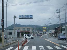 アクセス 川棚温泉駅交差点 右折後の写真