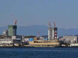 横須賀中央の超高層マンション2棟建設中