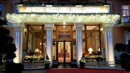 Eingang Pawlik in Weihnachtsbeleuchtung...