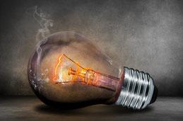 Defektes Leuchtmittel oder Probleme mit der Elektik. Im Falle eines Falles rufen Sie unsere Notdienstnummer an.
