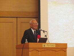 モラエスについて講演をされる元徳島銀行頭取で現在徳島銀行相談役の桑原信義氏。
