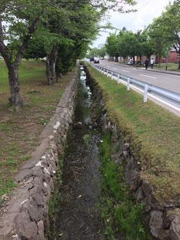 真駒内駐屯地内を流れる真駒内用水