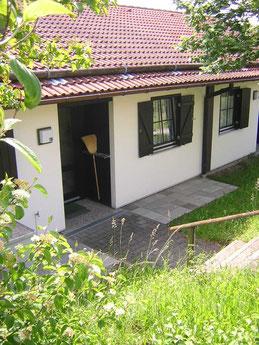 Eingangsbereich Haus 118 im Feriendorf Lechbruck am See