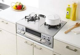 流し台キッチンで一段低いガス台に設置し、ゴムホースでガス栓と結ぶコンロ。「ガステーブル」と呼ぶことが多い。一般の方でも設置・交換が可能。