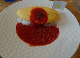 トマトソースのシンプルオムライス