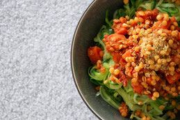Linsenbolognese mit Zucchininudeln