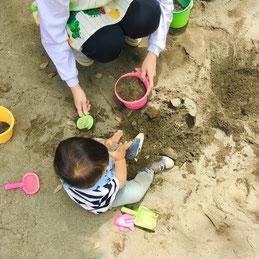 砂って不思議な感触だなぁと何度も砂を触って楽しみました