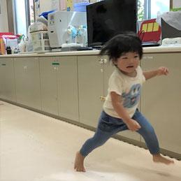 1歳児さんはゴールに向かって一直線!