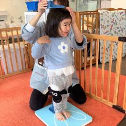 背筋をピシッと伸ばして身体測定!