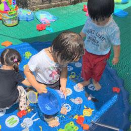 どの子も楽しんで水遊びをしていました