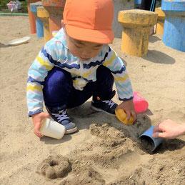 砂遊び楽しい!