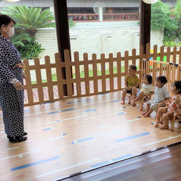 先生による七夕のお話がはじまります。
