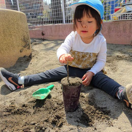 砂を固めてタワーづくり!