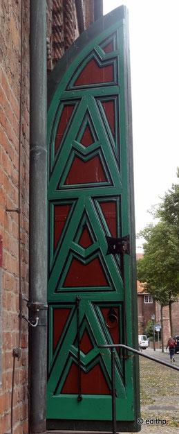 Rathausportal, die grüne Tür