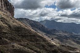Gran Canaria, schmale Landstraße in archaischer Vulkanlandschaft. Foto: Dr. Klaus Schörner
