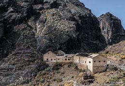 Gran Canaria, Barranco de la Aldea: Verlassene Gebäude am Stausee Presa Caidero de la Niña. Foto: Dr. Klaus Schörner