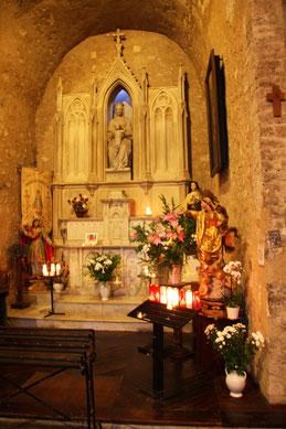 Bild: Seitenaltar der Pfarrkirche von Moustiers-Saint-Marie