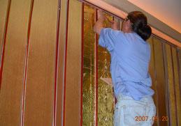 ホテルの結婚式会場の壁にも金箔押し金箔貼り施工豪華なお部屋がさらに豪華に伝統の技