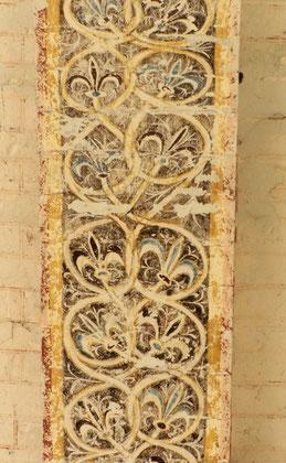 de la chapelle de la commanderie d'Auzon - Décor de fleurs de lys
