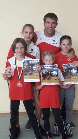 Mädchenteam beim Turnier in Korb